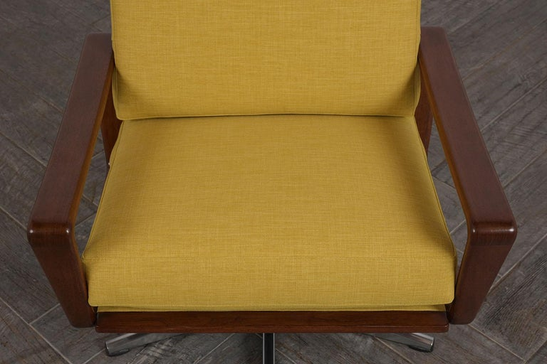 Mid-20th Century Pair of Modern Danish Swivel Lounge Chairs For Sale