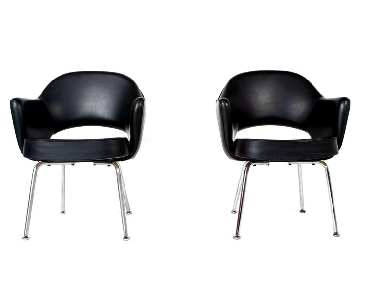 Mid-Century Modern Set of Two Eero Saarinen Exectuvie Chairs with Armrests for Knoll De Coene For Sale