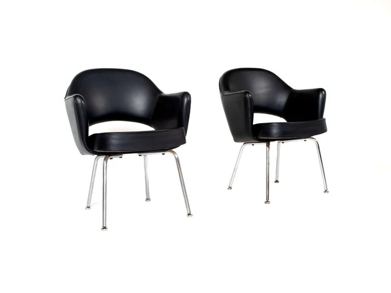 Set of Two Eero Saarinen Exectuvie Chairs with Armrests for Knoll De Coene In Good Condition For Sale In Hellouw, NL