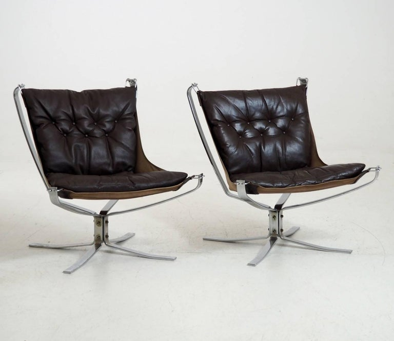 Set of two falcon chairs by Sigurd Resell for Vatne Møbler in Sweden, in chrome steel frame and brown leather. Good condition.