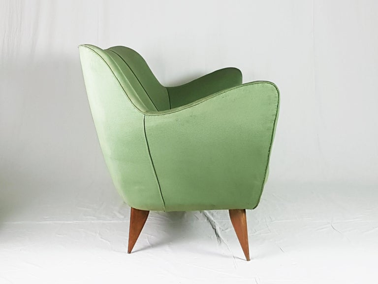 Italian Set of Two Green Fabric and Wood 1950s Perla Armchairs with Sofa by G. Veronesi For Sale
