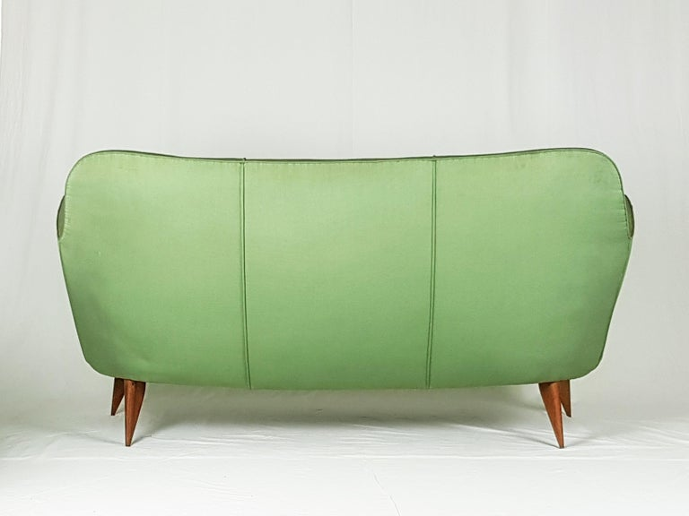 Set of Two Green Fabric and Wood 1950s Perla Armchairs with Sofa by G. Veronesi In Good Condition For Sale In Varese, Lombardia