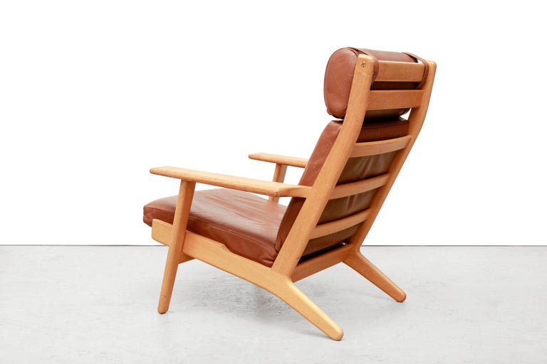 Danish Set of Two Hans J Wegner GE290 Leather Lounge Chairs for GETAMA, 1960s For Sale