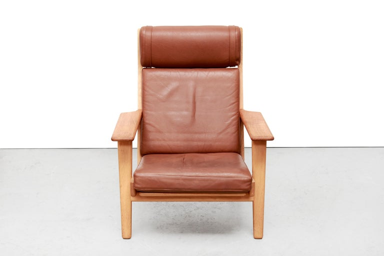 Set of Two Hans J Wegner GE290 Leather Lounge Chairs for GETAMA, 1960s In Good Condition For Sale In Amsterdam, Noord Holland