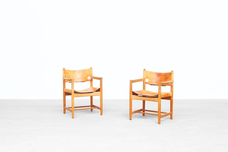 Beautiful set of two Børge Mogensen 'Hunting' chairs, model no. 3238 for Fredericia Furniture, with saddle leather on oak frames. Both chairs come with a great patina and beautifully aged oak frame. Very good original condition!