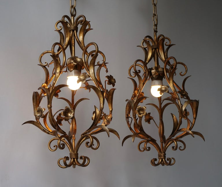 Set of Two Italian, 1950s Gilt-Tole Foliate Chandeliers In Good Condition For Sale In Antwerp, BE
