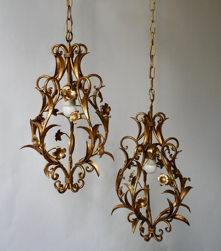 Brass Set of Two Italian, 1950s Gilt-Tole Foliate Chandeliers For Sale