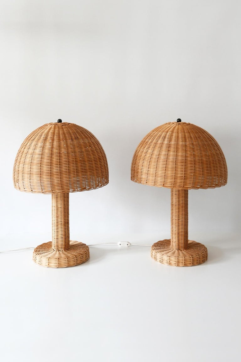 Set of Two Large and Elegant Mid-Century Modern Wicker Table Lamps, 1970s, Italy For Sale 5