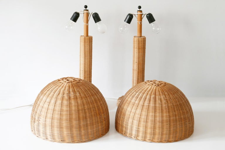Set of Two Large and Elegant Mid-Century Modern Wicker Table Lamps, 1970s, Italy For Sale 6