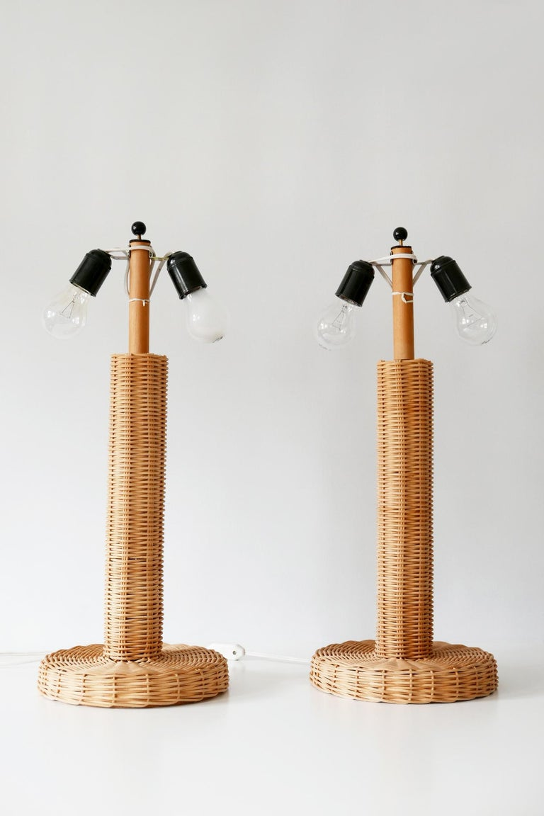 Set of Two Large and Elegant Mid-Century Modern Wicker Table Lamps, 1970s, Italy For Sale 7