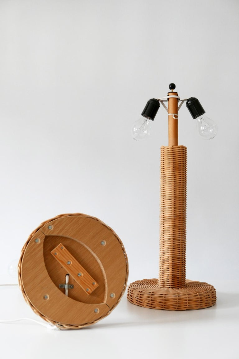 Set of Two Large and Elegant Mid-Century Modern Wicker Table Lamps, 1970s, Italy For Sale 8