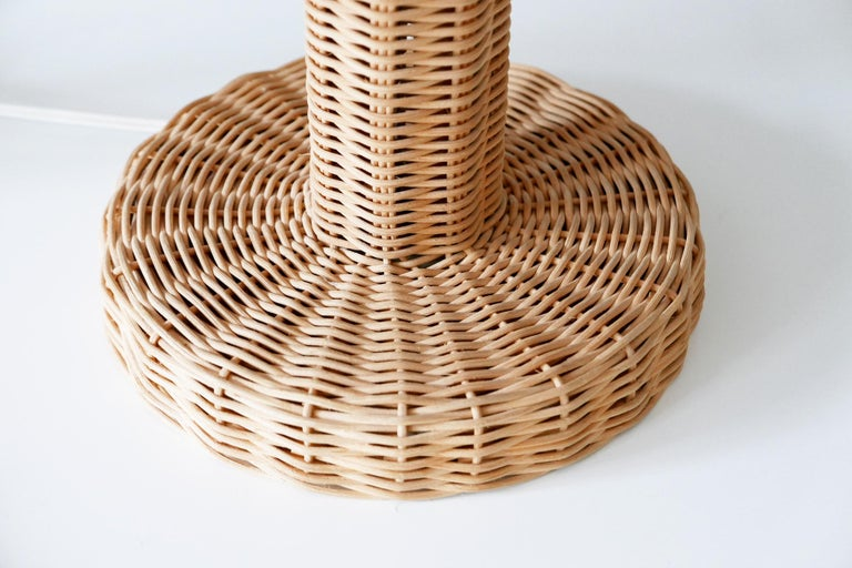 Set of Two Large and Elegant Mid-Century Modern Wicker Table Lamps, 1970s, Italy For Sale 10