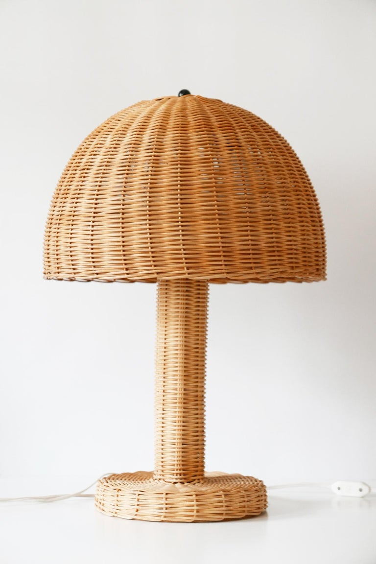 Set of Two Large and Elegant Mid-Century Modern Wicker Table Lamps, 1970s, Italy In Good Condition For Sale In Munich, DE