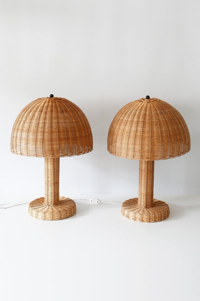 Late 20th Century Set of Two Large and Elegant Mid-Century Modern Wicker Table Lamps, 1970s, Italy For Sale