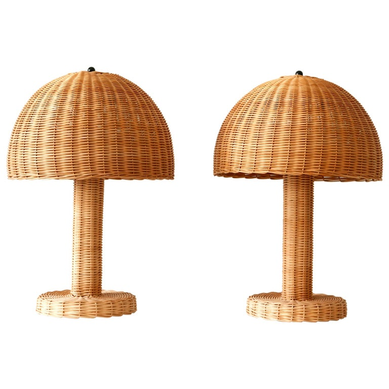 Set of Two Large and Elegant Mid-Century Modern Wicker Table Lamps, 1970s, Italy For Sale