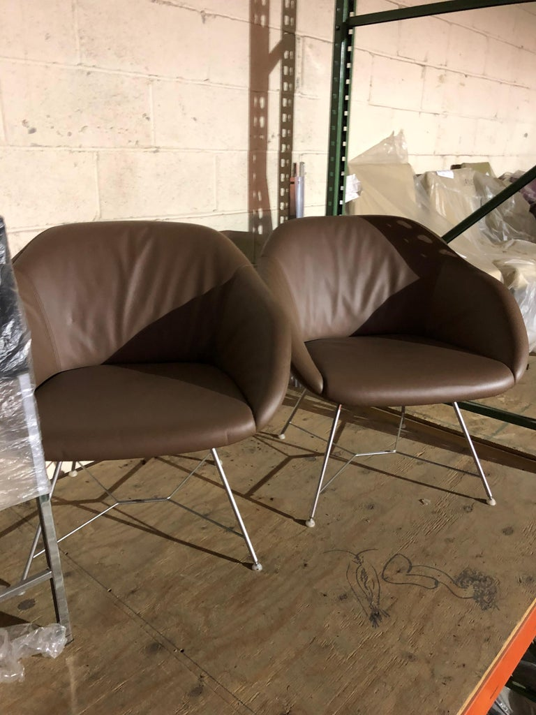 Contemporary Set of two Walter Knoll Leather Turtle Lounge Chairs For Sale