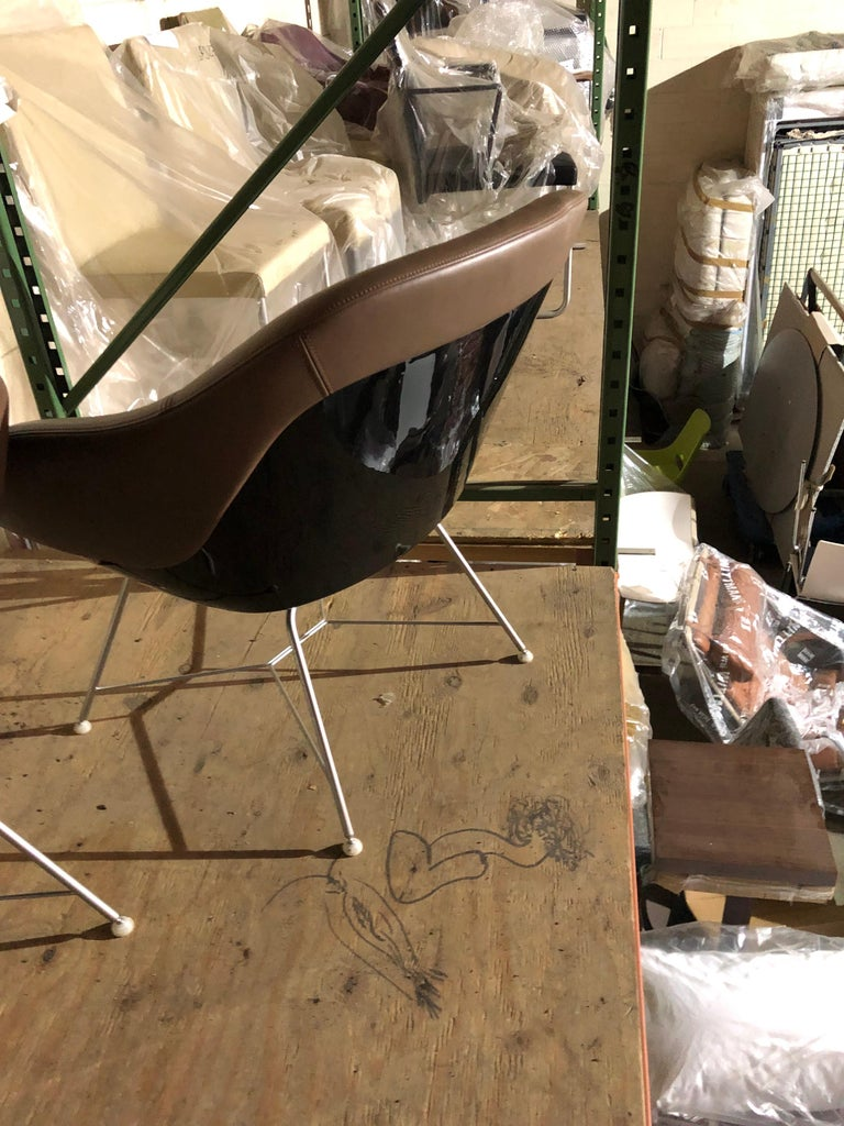 Set of two Walter Knoll Leather Turtle Lounge Chairs For Sale 3