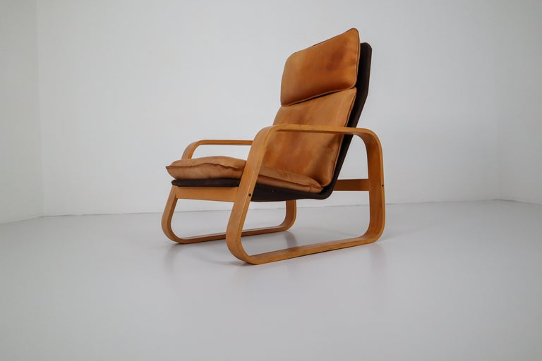 Set of Two Lounge Chairs, Patinated Leather and Bentwood, France, 1970s For Sale 4