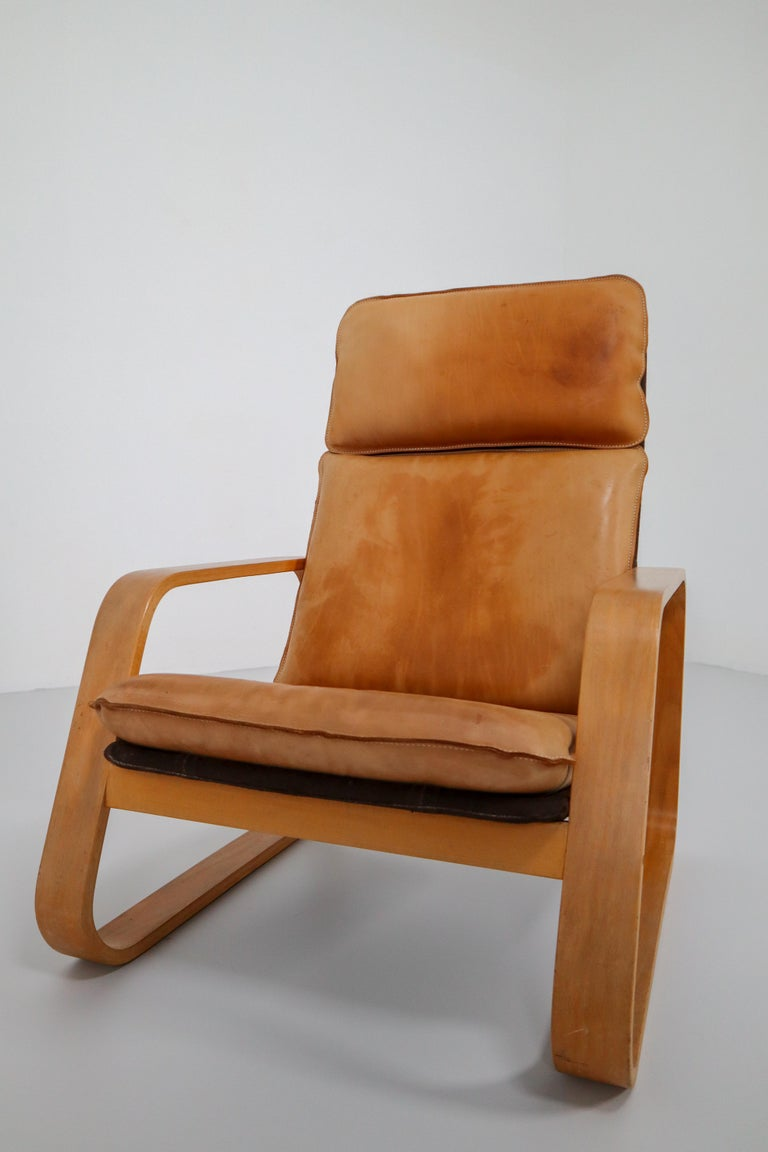 Set of Two Lounge Chairs, Patinated Leather and Bentwood, France, 1970s In Good Condition For Sale In Almelo, NL