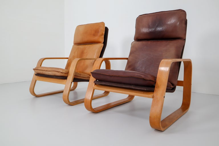Set of Two Lounge Chairs, Patinated Leather and Bentwood, France, 1970s For Sale 3