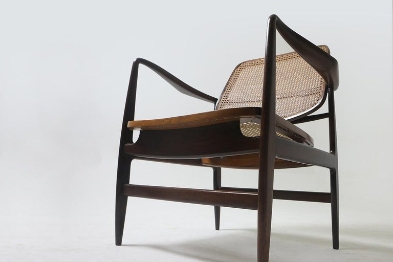 Varnished Set of Two Mid-Century Modern Oscar Armchairs by Sergio Rodrigues, Brazil, 1956 For Sale