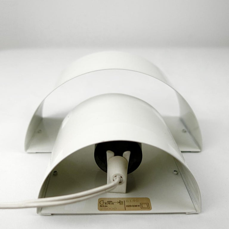Set of Two Mid-Century Modern White Steel Sconces in RAAK Amsterdam Style In Good Condition For Sale In Doornspijk, NL