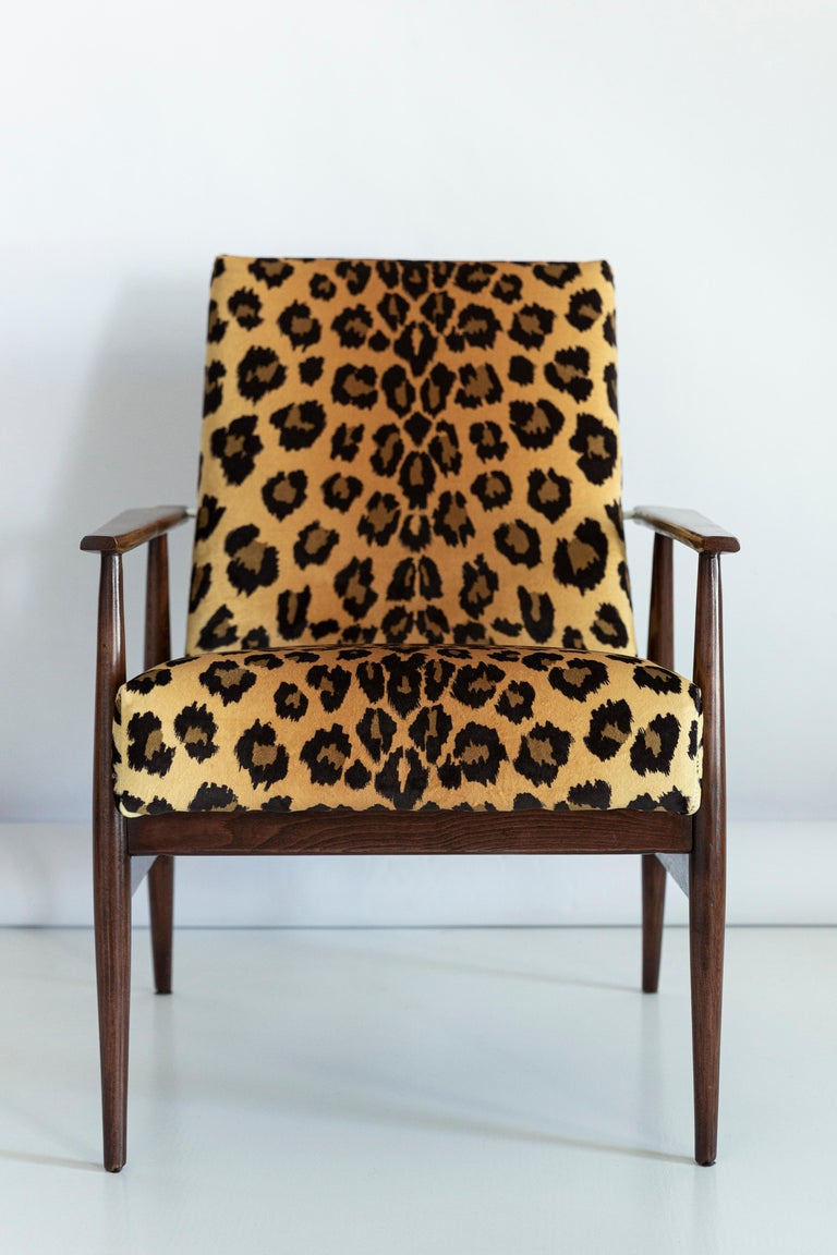 Set of Two Midcentury Leopard Print Velvet Dante Armchairs, H. Lis, 1960s For Sale 3