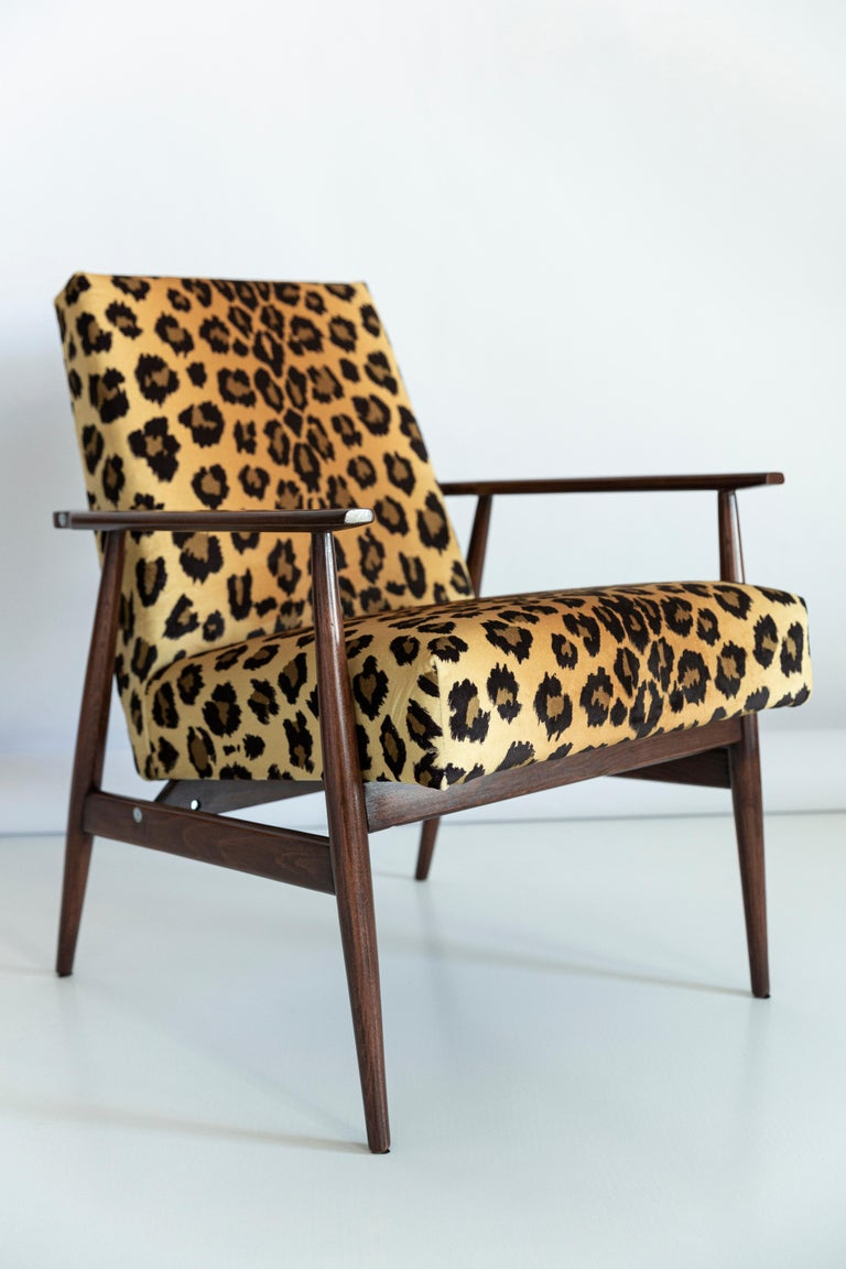 Hand-Crafted Set of Two Midcentury Leopard Print Velvet Dante Armchairs, H. Lis, 1960s For Sale