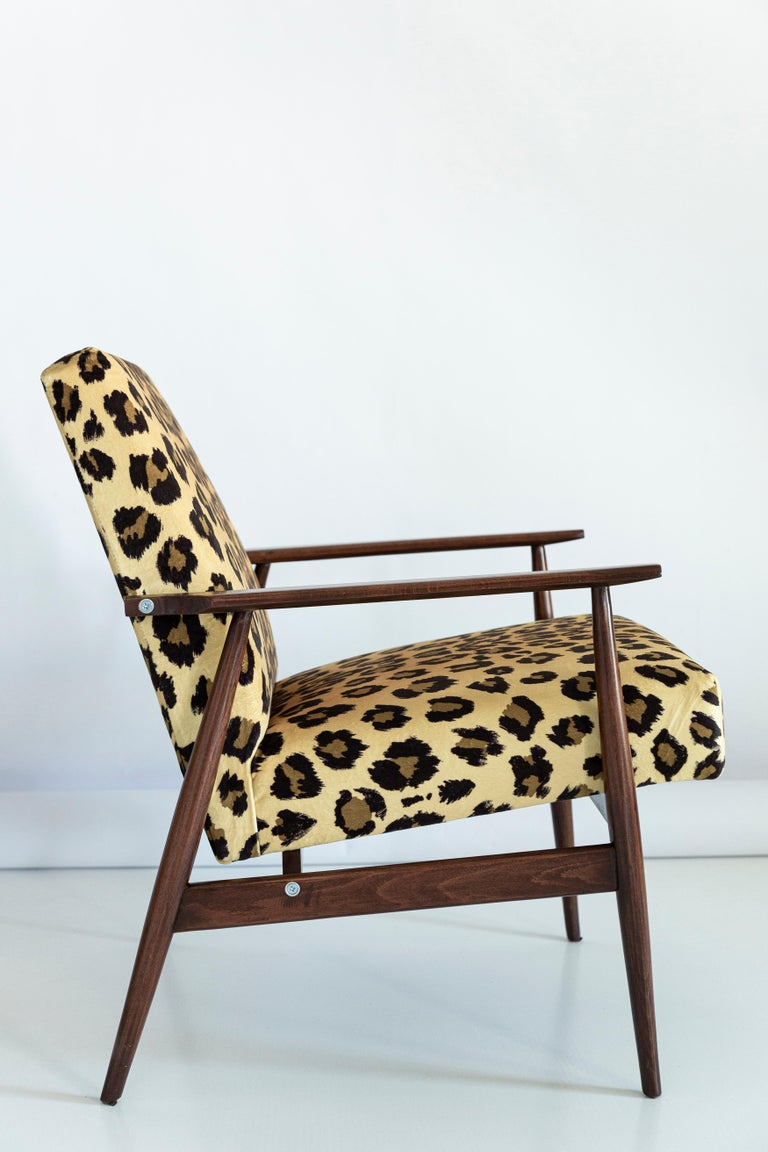 Set of Two Midcentury Leopard Print Velvet Dante Armchairs, H. Lis, 1960s In Excellent Condition For Sale In 05-080 Hornowek, PL