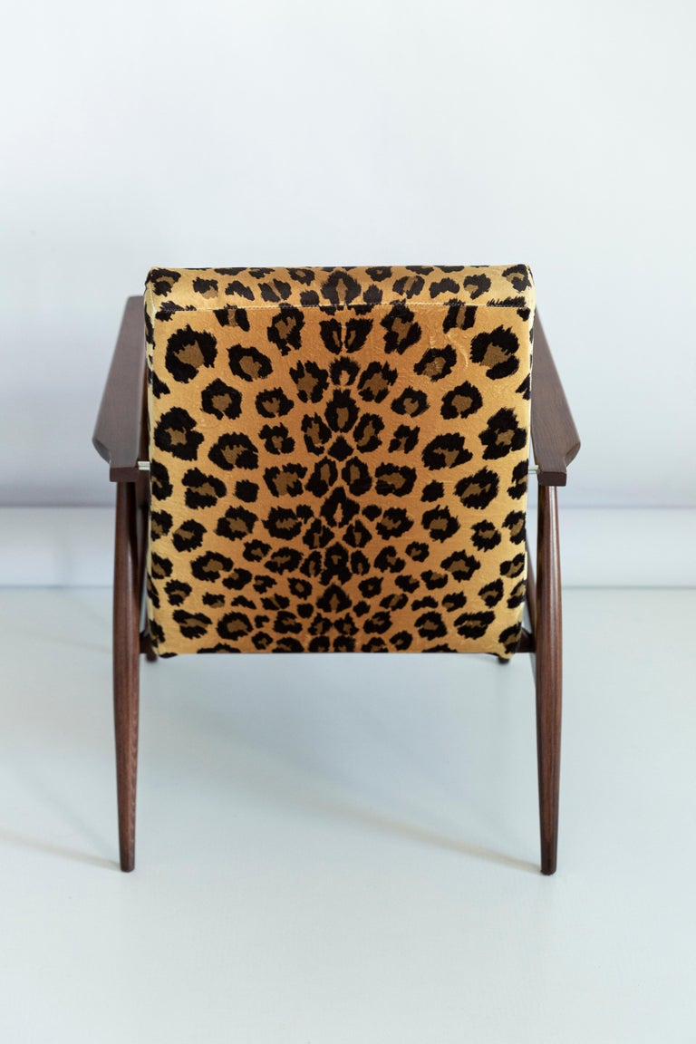Textile Set of Two Midcentury Leopard Print Velvet Dante Armchairs, H. Lis, 1960s For Sale