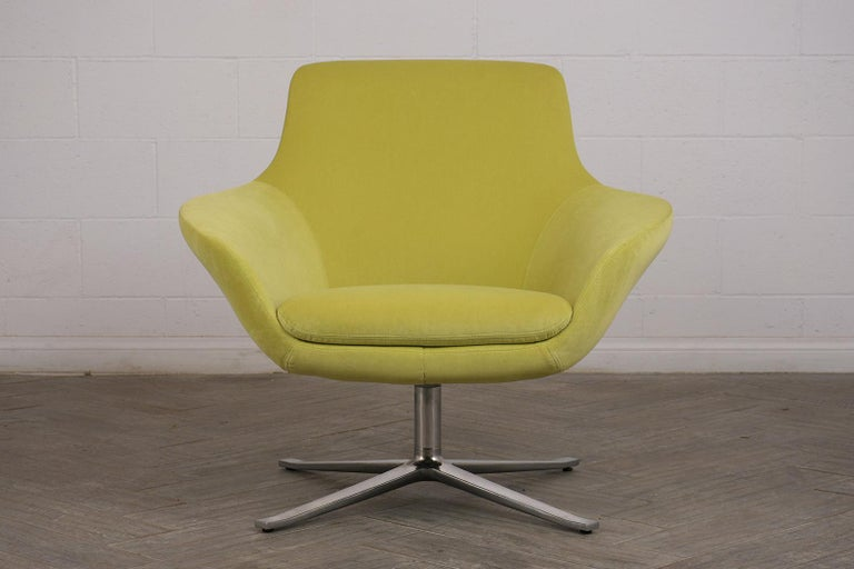 Late 20th Century Set of Two Modern Swivel Lounge Chairs For Sale