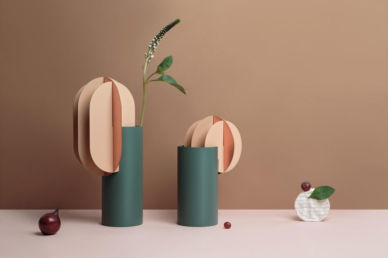 Delaunay and Gabo vases from the