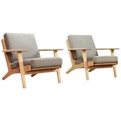 Set of Two Oak Hans J Wegner GE-290 Lounge Chairs for GETAMA, 1960s