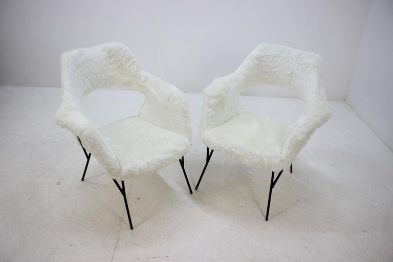 Set of Two Rare Midcentury Lounge Chairs, Czechoslovakia For Sale 1