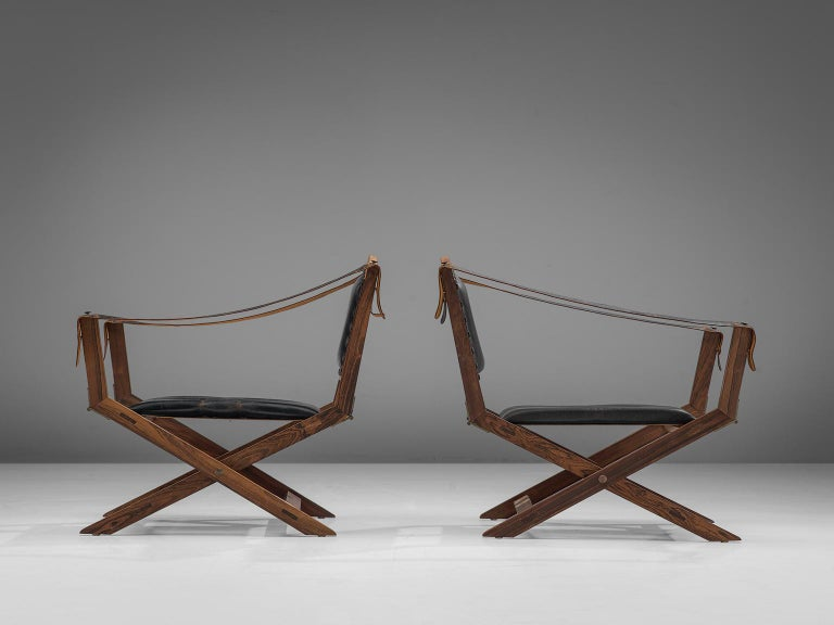 Set of Two Scandinavian Safari X-Chairs in Black Leather  In Good Condition For Sale In Waalwijk, NL