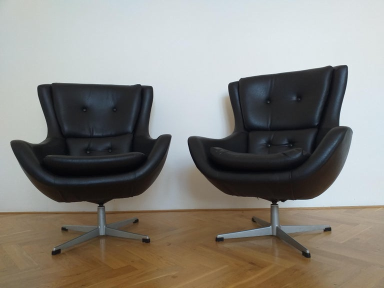 Set of Two Swivel Lounge Armchairs Egg, Kanari, Denmark, 1970s In Good Condition For Sale In Praha, CZ