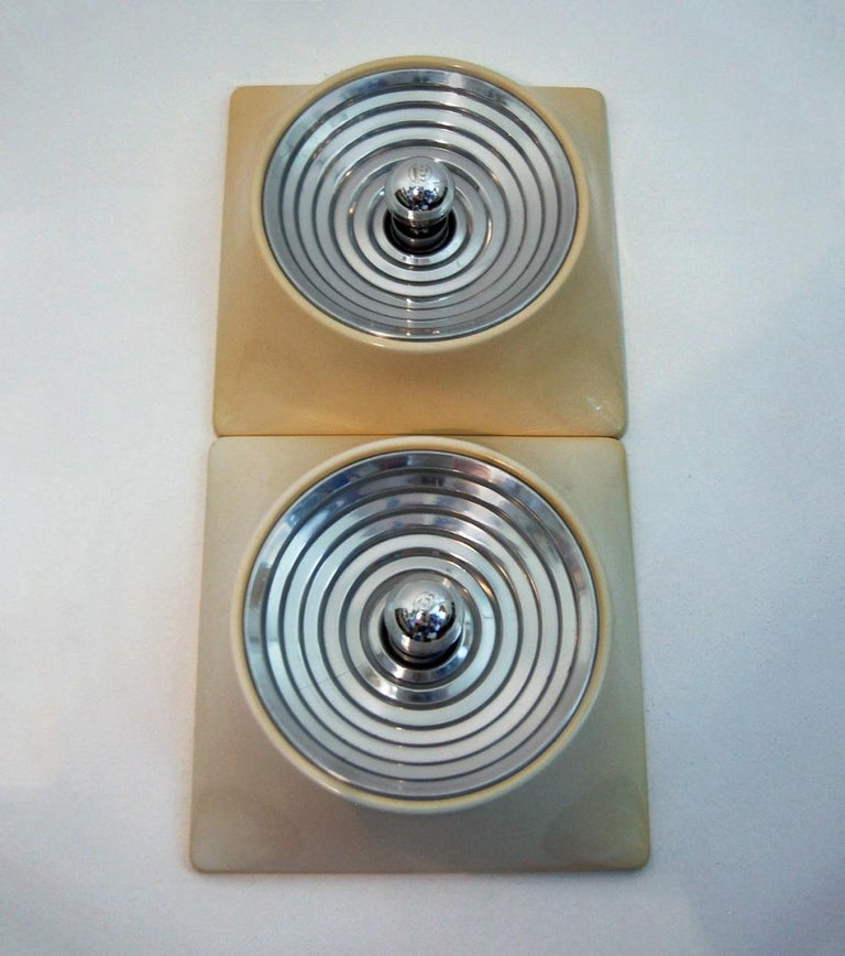 Mid-Century Modern Set of Two Wall Lamps by Nizzoli Associati for Stilnovo, 1969 For Sale