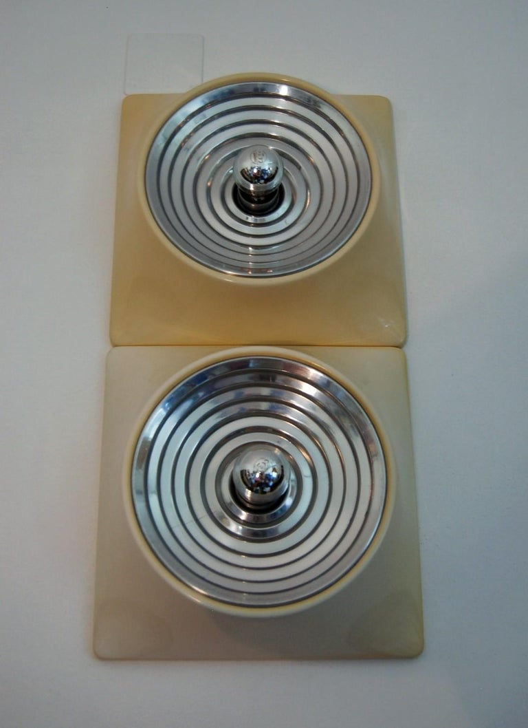 Italian Set of Two Wall Lamps by Nizzoli Associati for Stilnovo For Sale