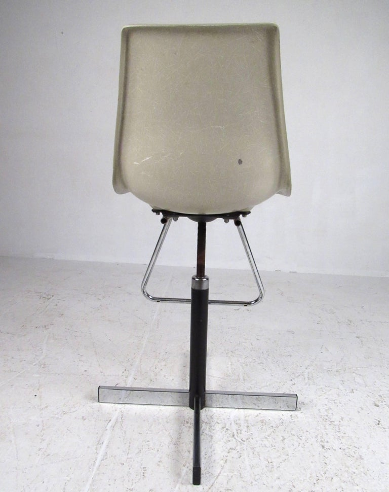 Set of Vintage Swivel Adjustable Barstools In Good Condition For Sale In Brooklyn, NY