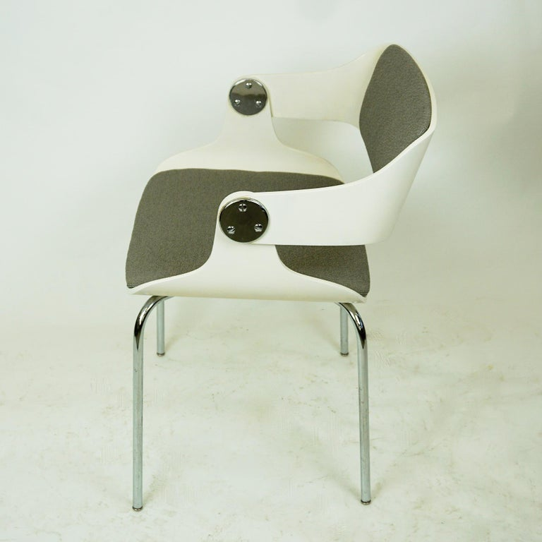 Mid-20th Century Set of White Space Age Plywood and Grey Fabric Chairs by Eugen Schmidt, Germany For Sale