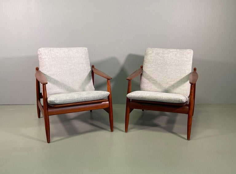 Set Sofa and Pair of Armchair by Hans Olsen, Frem Røjle For Sale 5
