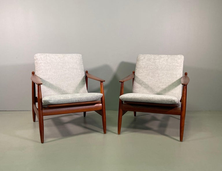Set Sofa and Pair of Armchair by Hans Olsen, Frem Røjle For Sale 6