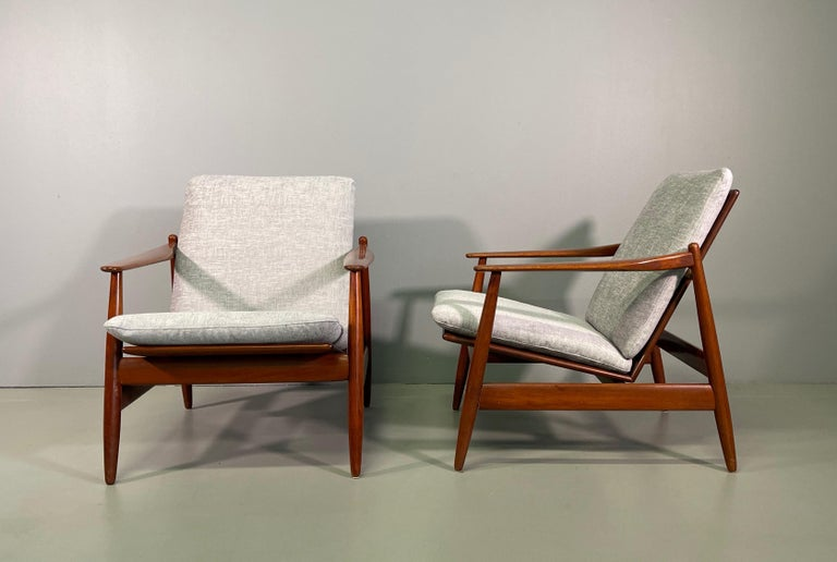 Set Sofa and Pair of Armchair by Hans Olsen, Frem Røjle For Sale 7