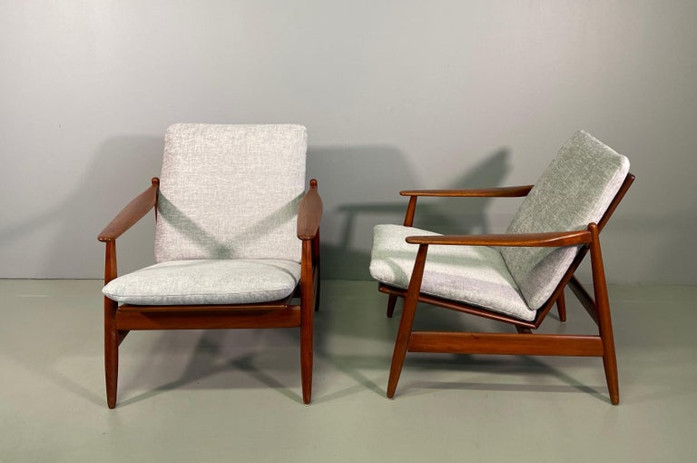 Set Sofa and Pair of Armchair by Hans Olsen, Frem Røjle For Sale 8