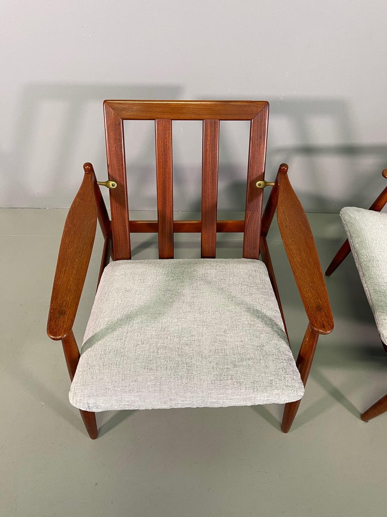 Set Sofa and Pair of Armchair by Hans Olsen, Frem Røjle For Sale 11
