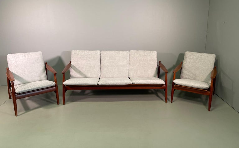 Mid-Century Modern Set Sofa and Pair of Armchair by Hans Olsen, Frem Røjle For Sale