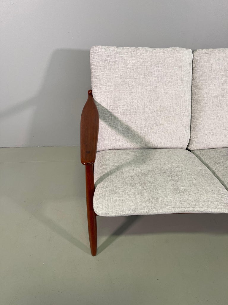 Set Sofa and Pair of Armchair by Hans Olsen, Frem Røjle In Excellent Condition For Sale In Rovereta, SM