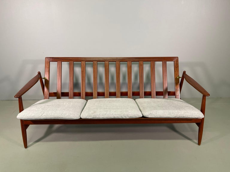 Set Sofa and Pair of Armchair by Hans Olsen, Frem Røjle For Sale 1