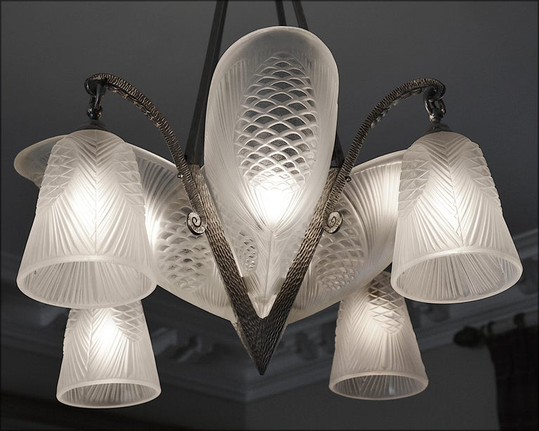 Sevb French Art Deco Pine-Cone Chandelier, 1920s In Excellent Condition For Sale In Saint-Amans-des-Cots, FR