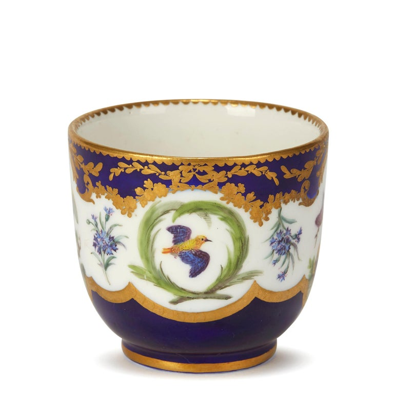 Sèvres French Porcelain Hand Painted and Gilded Teacup, circa 1752 For Sale 2